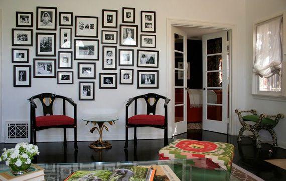 Черно белые фото на белой стене