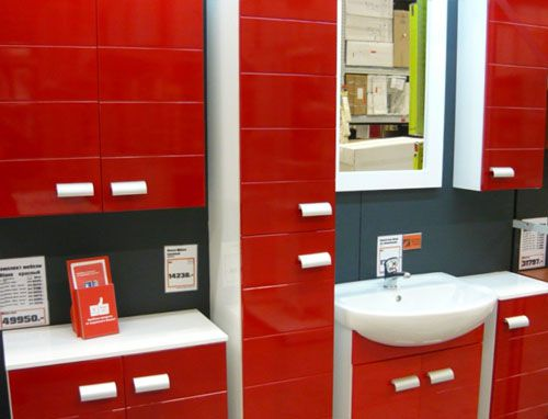 Красная мебель для ванной комнаты