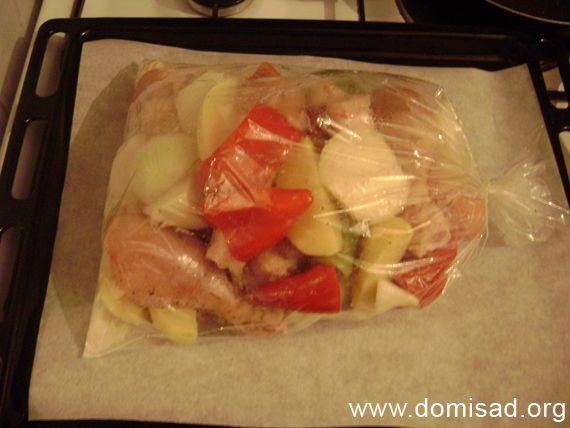 Кладем ингредиенты в мешок