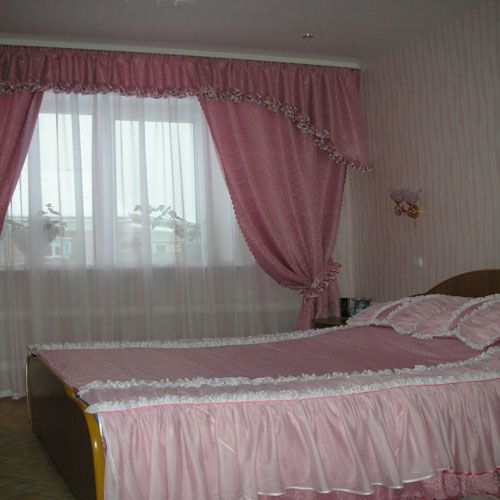 Розовые шторы в спальню