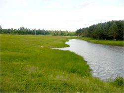 Земельный участок рядом с водоемом
