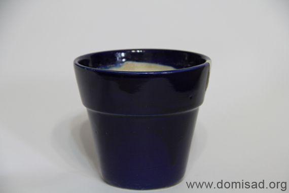 Черный керамический горшок