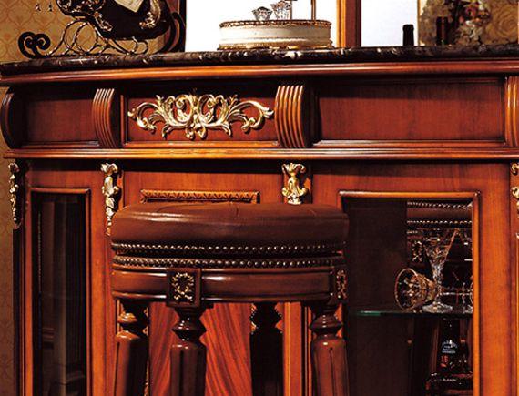 Мебель из натурального красного дерева