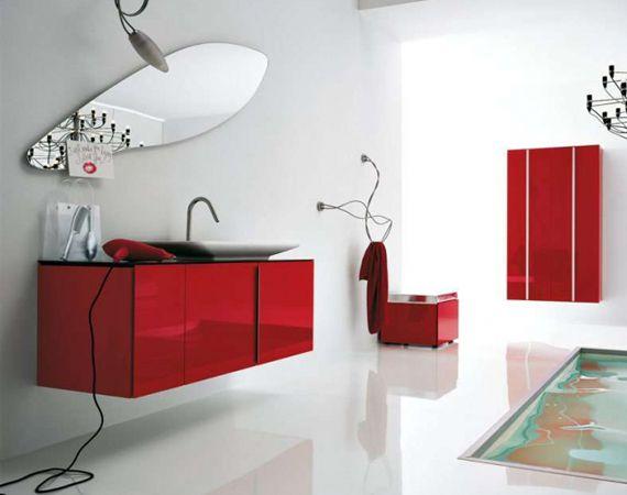 Ванная с красной мебелью