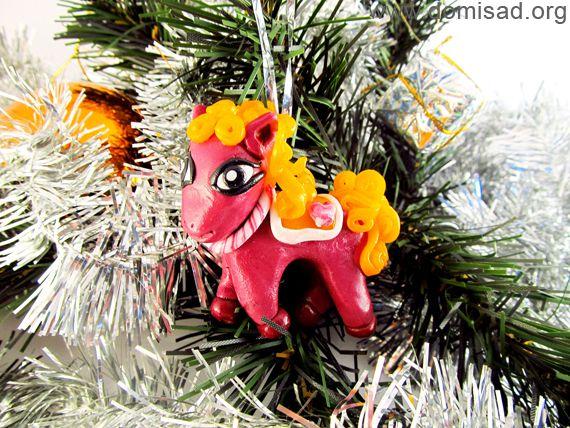 Новогодняя игрушка - пони