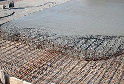 Заливаем бетоном фундамент