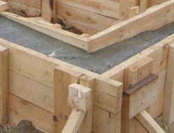 Заливка бетона в фундамент дома