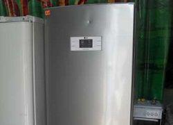 Холодильник с вмятиной на двери