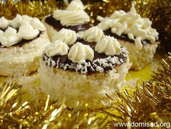 Новогодние пирожные готовы!