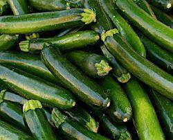 Кабачки цуккини, тонкие, зеленые