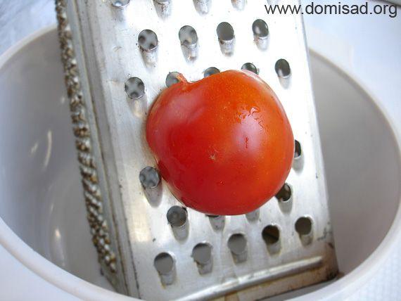 Натираем помидоры на терке