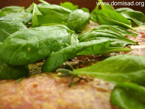 Укладываем шпинат на мясо