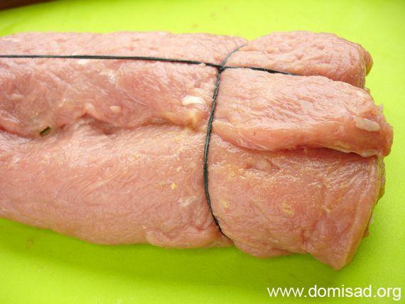 Закручиваем мясо в рулет