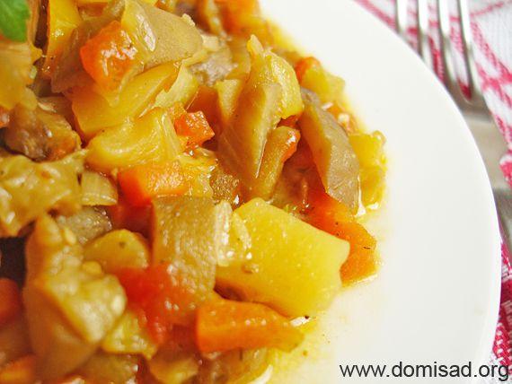 Овощное рагу с курицей баклажанами и кабачками и картошкой