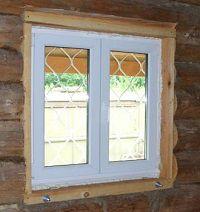 Пластиковое окно, установленное в деревянном доме