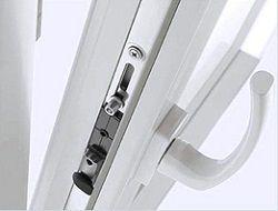 Ручка и замок пластикового окна