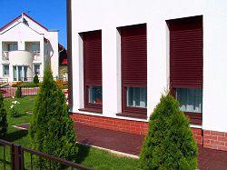 Рольставни на окнах в загородном доме