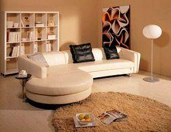 Чистый бежевый диван