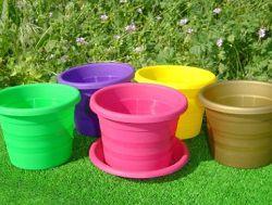 Цветные пластмассовые горшки