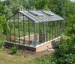 Установка теплицы в огороде